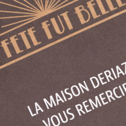 Carton d'invitation, typographie, couleur, détail