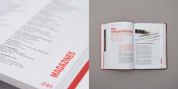 Détail mise en page, texte et image. Typographie, couleur rouge