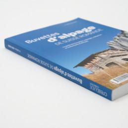 Couverture, guide buvettes alpages région Suisse romande, choix graphique par bureau de graphisme à Orbe