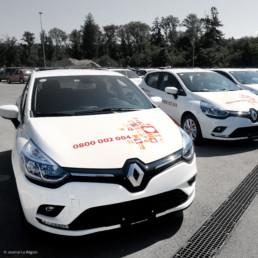 Domaine aide et soins à domicile. Autocollant avec pictogrammes sur capot du véhicule de service, graphistes région Nord-Vaudois