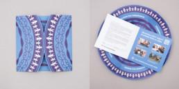 Dépliant rond fermé et ouvert, mise en page, typographie, concept atelier Zaniah