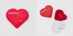 Travail de graphistes, région yverdon-les-bains, post-it de couleur rouge en forme de coeur