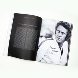 Editeur magazine, textes sur fond noir